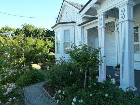 Ashton Gate Guest House: Front view