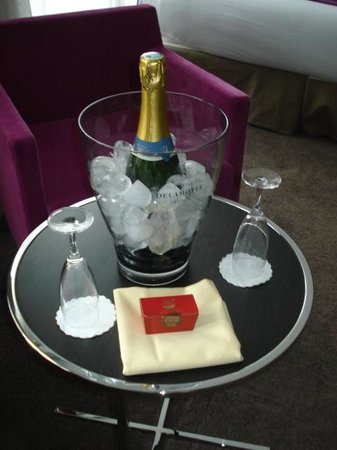 Hotel Etoile Saint-Honore by HappyCulture : Bouteille de champagne comprise forfait