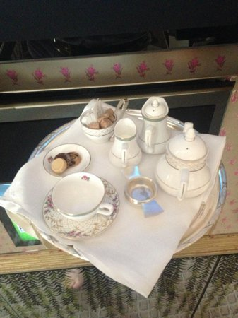 ‪‪The Dorchester‬: Tea in your room‬