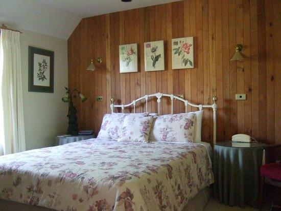 Cambria House: Comfy bedroom