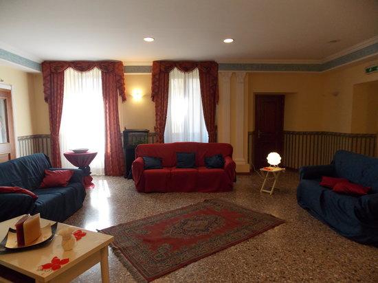 Hotel Italia & Lombardi: hall