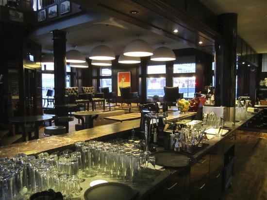 The Bar And Restaurant At Hotel Helvetia Bild Von Boutique Hotel