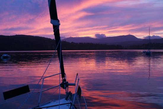 Sailing Dinner Cruises: Evening sunset cruises