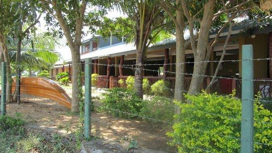 Wila Safari Hotel: aan de kant van het meer