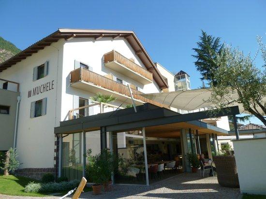 Hotel Muchele: Wintergarten und Gartenrestaurant