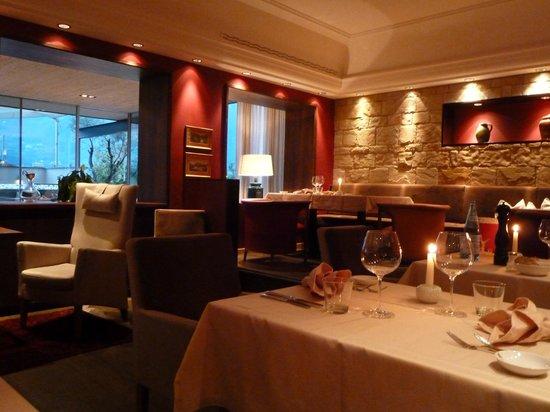 Hotel Muchele: Restaurant abends