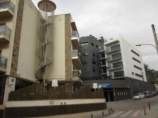 Hotel Acacias Suites & Spa: bloque viejo(izquierda), bloque nuevo(derecha)
