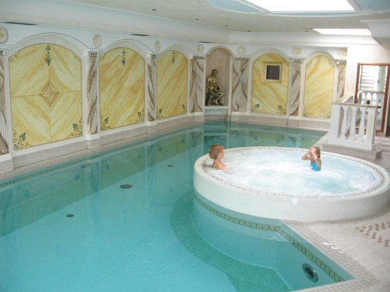 Family Wellness Hotel Renato: Hallenbad