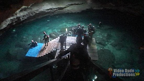 Devil's Den: Overhead shot of dive platform