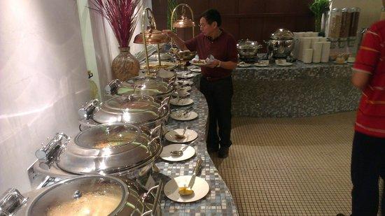 City Seasons Al Hamra Hotel Abu Dhabi: Some breakfast buffet spread