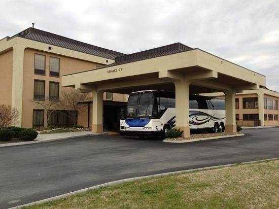 Hampton Inn Sevierville: Very convenient loading