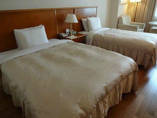 Sejong Hotel: シングルベッドとセミダブルベッドのツインルーム