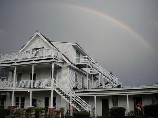 Island Inn: Beautiful rainbow!