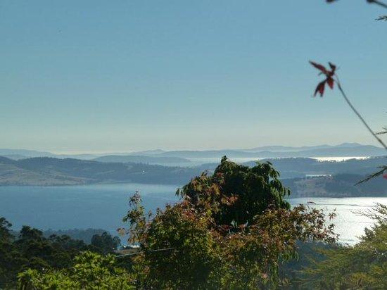 Woodbridge Hill Hideaway: Views