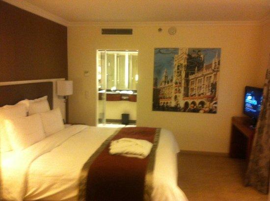 Munich Marriott Hotel: Room