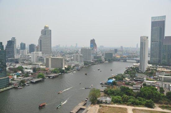 Millennium Hilton Bangkok: view of Chao Phraya River (from room 2721)