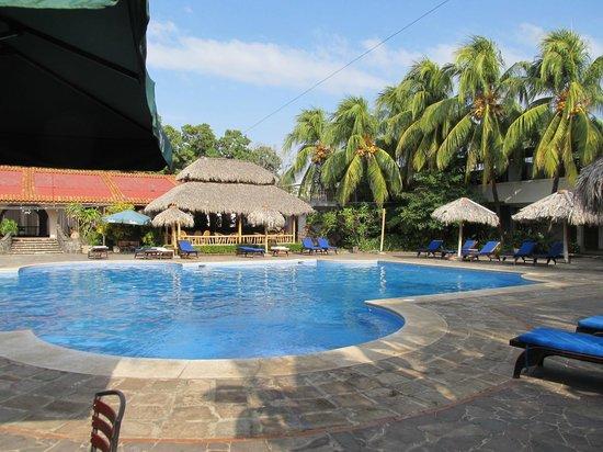 Hotel Granada: Poolside