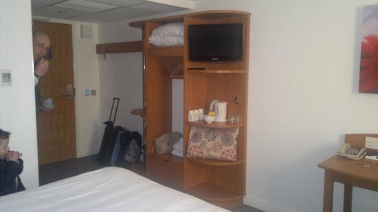 Premier Inn Edinburgh Park (The Gyle) Hotel: a door and a place to hang your clothes, tv in good location