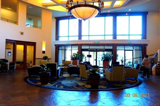 Crowne Plaza Palo Alto: lobby viewed from the other side of front entry