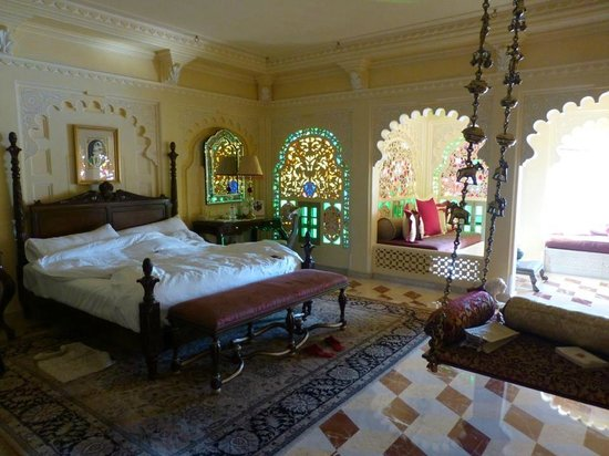 Taj Lake Palace Udaipur: The suite with antique swing