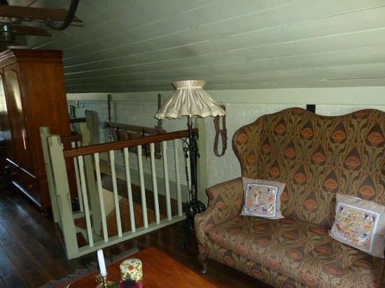 Corinda's Cottages: Coach House stairs