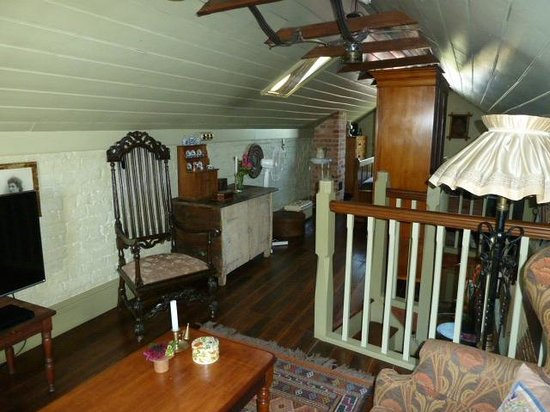 Corinda's Cottages: Coach House towards the bedroom