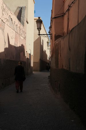 Riad Amira Victoria: Street view outside.