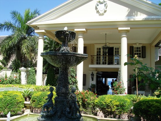 Sandals Royal Plantation: View of the main entrance
