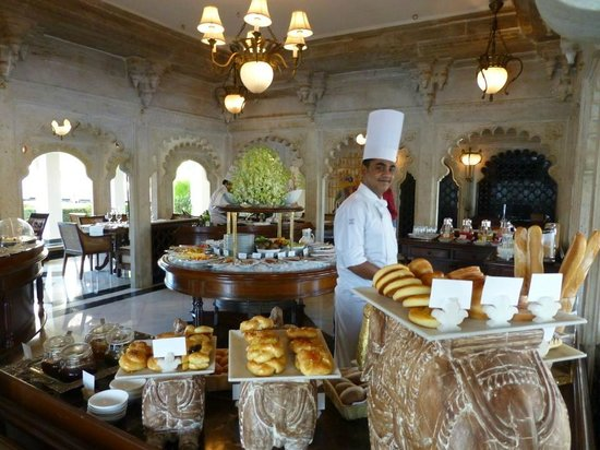 Taj Lake Palace Udaipur: Breakfast at the main dining room