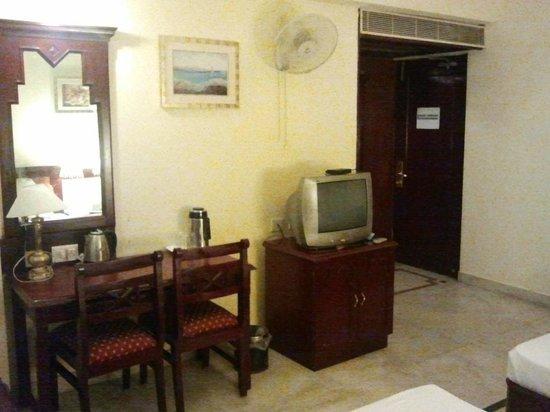 The Vijay Park Hotel Chennai: Dressing Table
