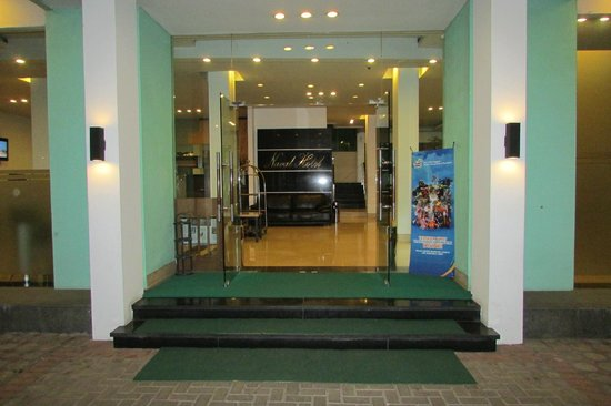 Naval Hotel: Hotel main entrance
