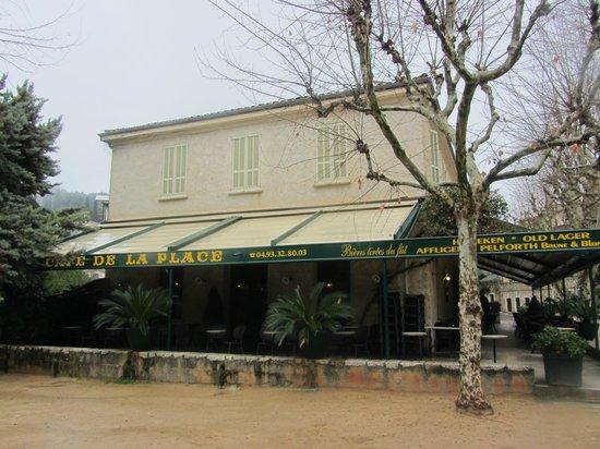 Le Café de la Place : Außenansicht