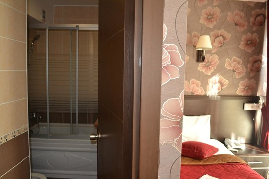 Ares Hotel: Twin Room