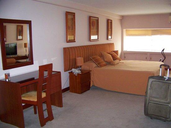 Suites Orrantia: Zona principal de la habitación