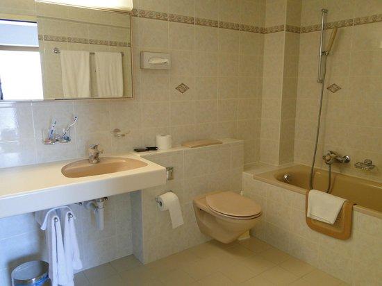 Hotel Robinson: la salle de bain immense