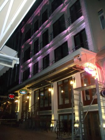Ares Hotel Istanbul: Hotel from Outside