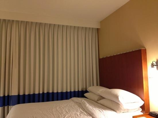 Four Points by Sheraton Los Angeles International Airport: hotel room