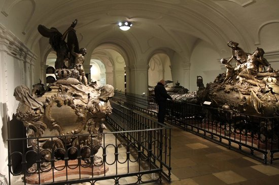Kapuziner Crypt (Kapuzinergruft): Decorated tombs at the Imperial Crypt (f)