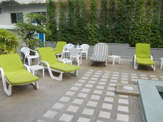 โรงแรมรอยัล ปริ๊นเซส เชียงใหม่: next to the pool