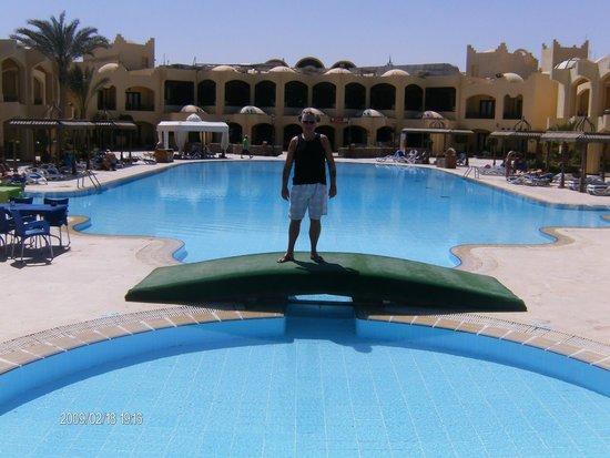 Sunny Days Palma De Mirette Resort & Spa: hotel and pool