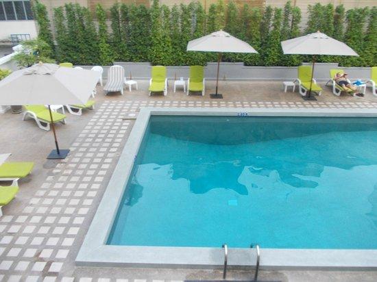 โรงแรมรอยัล ปริ๊นเซส เชียงใหม่: The pool , small but deep