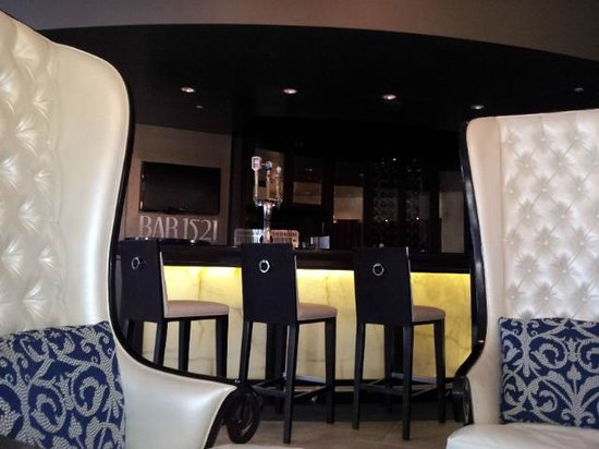 Wyndham Grand Orlando Resort Bonnet Creek: Lobby Bar - love these chairs