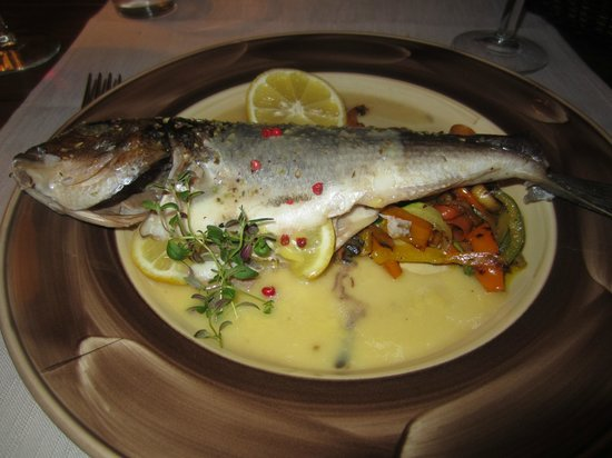 Limoncello: Oven baked gilthead seabream with white wine and Brazilian pepper