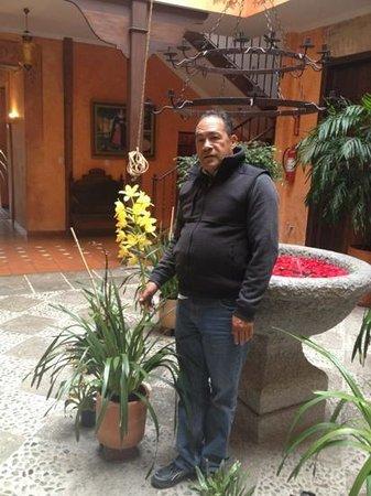 Hotel Casa del Aguila: Papá y orquídeas