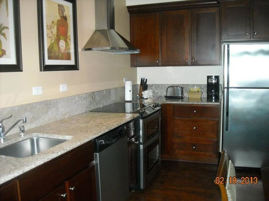 Kings' Land by Hilton Grand Vacations: Kitchen