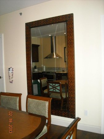 Kings' Land by Hilton Grand Vacations: beautiful HUGE mirrors