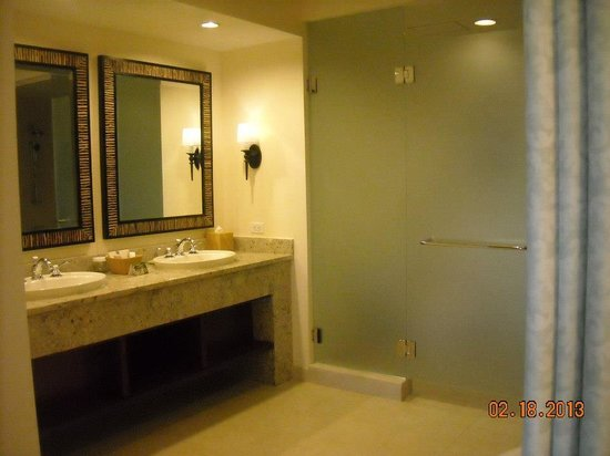 Kings' Land by Hilton Grand Vacations: Master bath