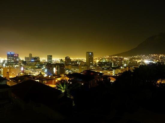 Upperbloem: view over cape town at night