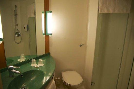 إيبيس لندن باركينج: La salle de bain