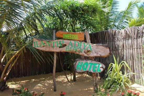 Omeesha Beach Hotel: Entrance